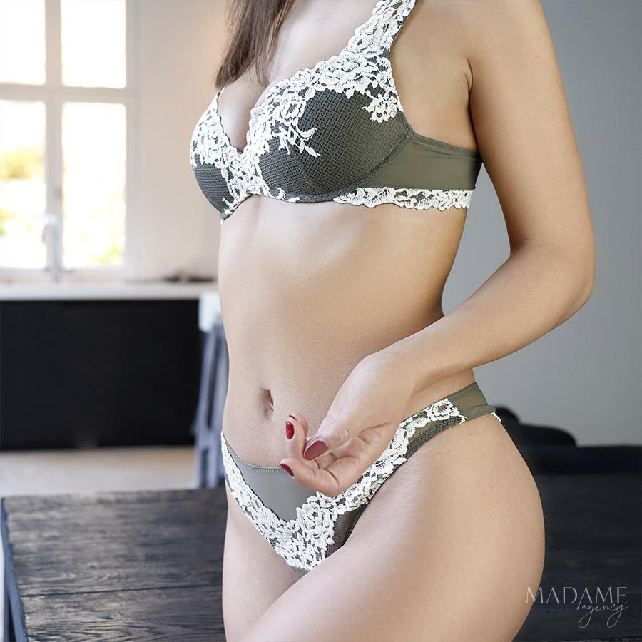 escort girl in waver